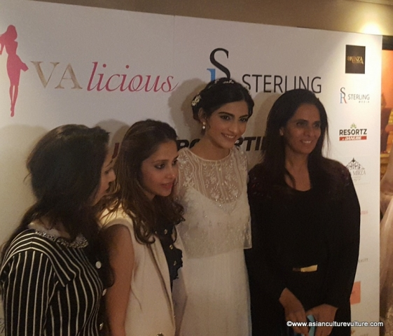 Sonam Kapoor with guests (again!)